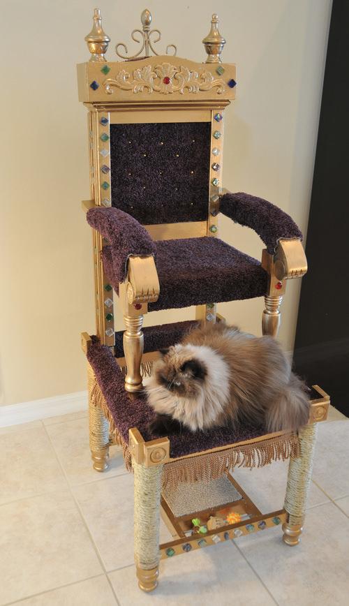 Throne+020